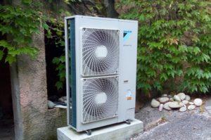 Pompe à chaleur air/eau avec plancher chauffant var